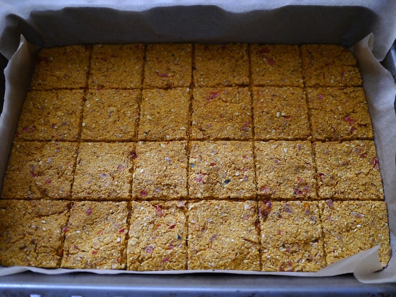 carrot pulp crackers in baking tin