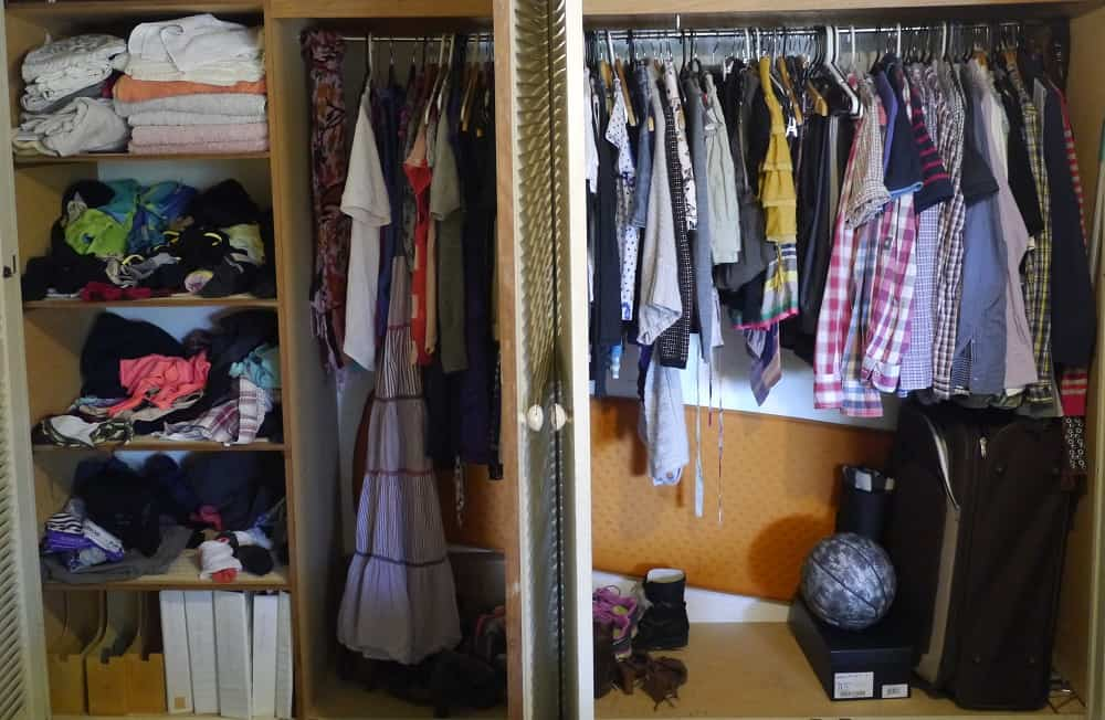 wardrobe decluttering and minimalism in progress