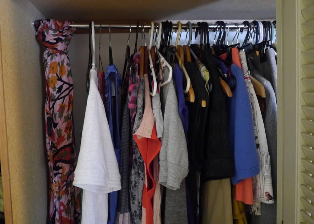 Wardrobe Minimalism Scarf Trick
