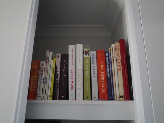 books-hoarder-minimalist-treading-my-own-path