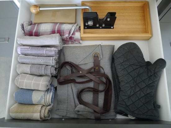 kitchen-drawer-hoarder-minimalist-treading-my-own-path