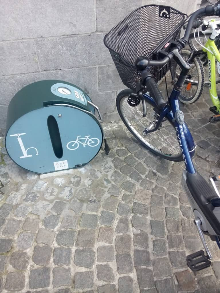 Free air bike pump Bruges