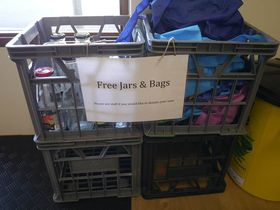 Free glass jars and shopping bags Wasteless Pantry