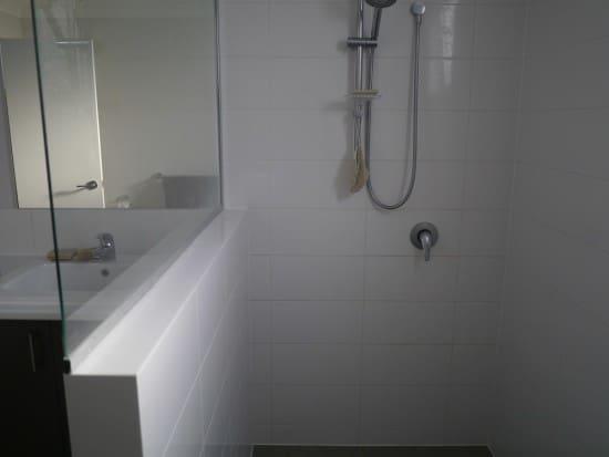 shower-hoarder-minimalist-treading-my-own-path