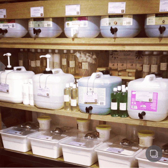 6 Plastic-Free Alternatives for Shampoo + Conditioner | Treading My